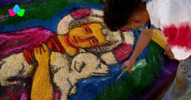 Una de las alfombras pasionarias realizada por un tradicionalistas leoneses en el Puerto Salvador Allende.
