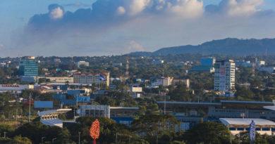 La ciudad de Managua, Nicaragua con un clima en una tarde calurosa.