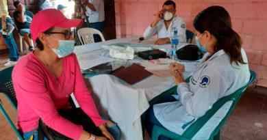 Doctores del Hospital Lenin Fonseca brindando consulta medica en el barrio Batahola Norte