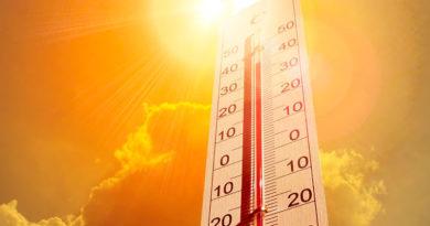 Termómetro que mide la sensación térmica, marcando temperaturas altas.