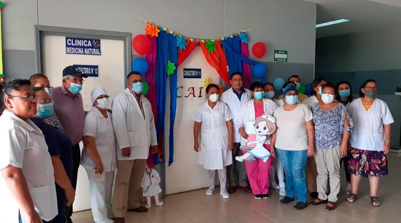 Personal médico del Ministerio de Salud de Nicaragua inaugurando la Clínica de Atención Integral en Ciudad Sandino en Managua.