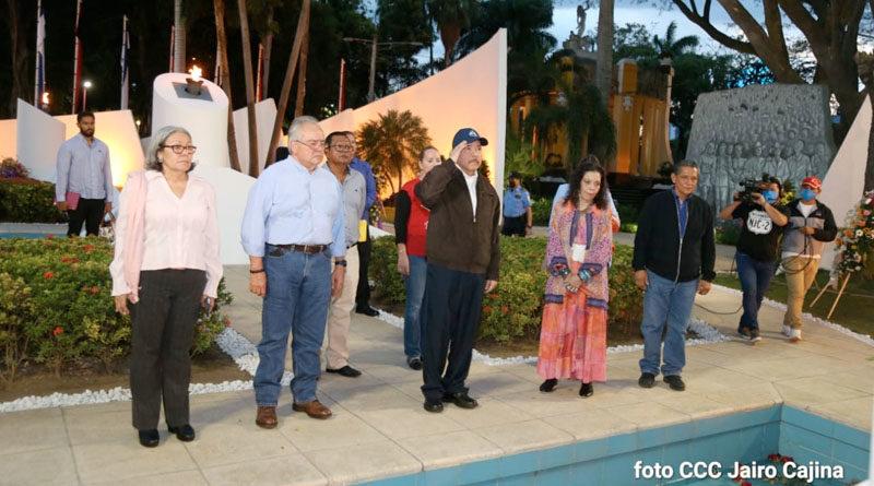 Comandante Daniel y Compañera Rosario rinden homenaje al Comandante Tomás Borge