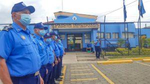 Oficiales en fila frente a la Comisaría de la Mujer en el municipio de Matiguás, Matagalpa.