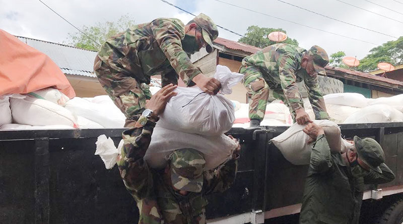 Efectivos militares del Destacamento Militar Sur del Ejército de Nicaragua realizaron descargue de 839 paquetes alimenticios, en el Auditorio Gabriel Aguirre Marín de San Carlos, Río San Juan.