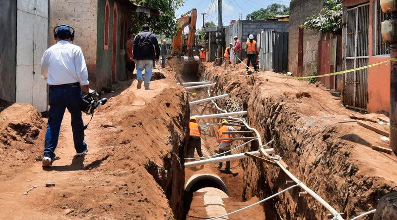 Instalación de sistema de alcantarillado sanitario en el barrio Vista al Xolotlán de Managua
