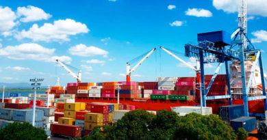 Contenedores con producto de importación en el puerto de Corinto en Chinandega, Nicaragua