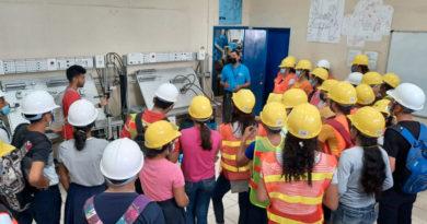 Estudiantes durante la promoción de la carrera en Higiene y Seguridad Industrial en Centro Tecnológico Héroes y Mártires de Villanueva