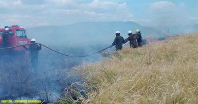 Miembros del Ejército de Nicaragua durante la sofocación del incendio forestal