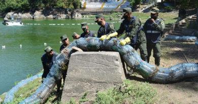 Efectivos militares del Ejército de Nicaragua durante la jornada ecológica en la Laguna de Tiscapa, Managua.