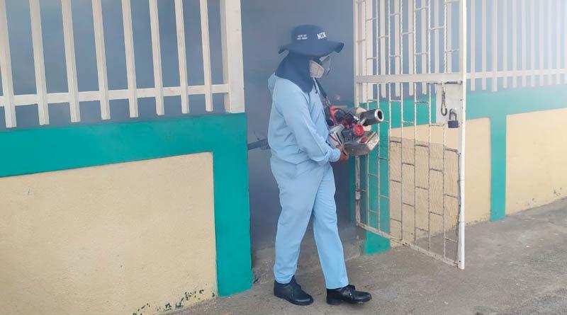 Brigadista del MINSA durante la jornada de lucha antiepidémica en el barrio San José