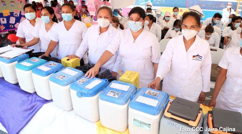 Médicos del Ministerio de Salud durante el lanzamiento de la Jornada Nacional de Vacunación 2021