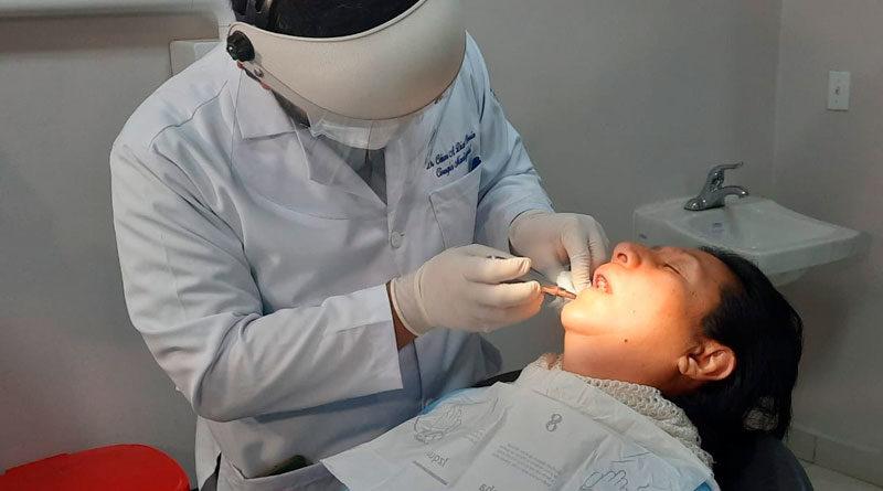 Personal médico del Hospital Manolo Morales de Managua desarrollando jornada quirúrgica maxilofacial y atención tercera molar.