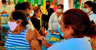 Familias de Managua durante el cierra de la Jornada del Poder Ciudadano de Vacunación en el Distrito 3 de Managua.