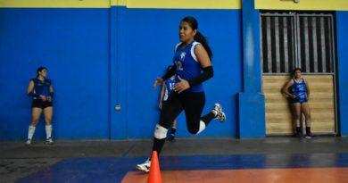 Katy González de la Preselección de Voleibol Femenino categoría Mayor de Nicaragua, durante un entrenamiento en Managua de cara a Copa Centroamericana.