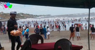 Familias nicaragüenses disfrutando de las refrescantes aguas de La Boquita y Casares en Carazo.