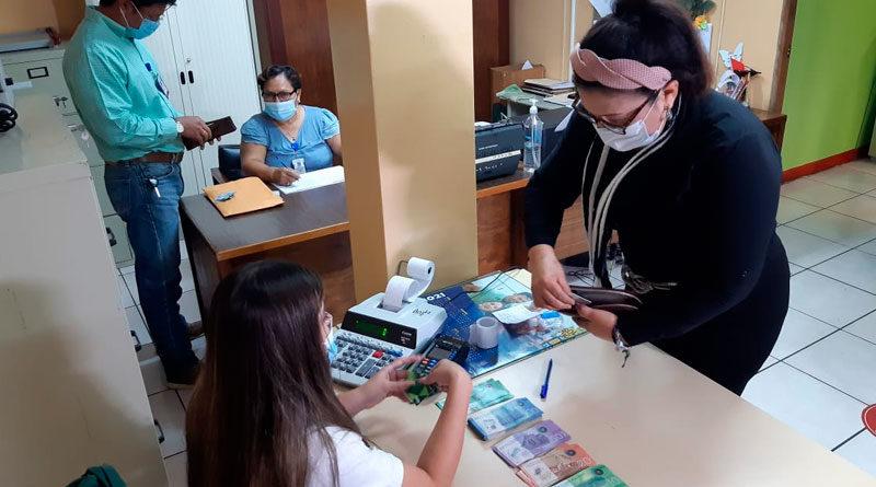 Trabajadores del Ministerio del Trabajo de Nicaragua reciben pago adelantado del mes de mayo