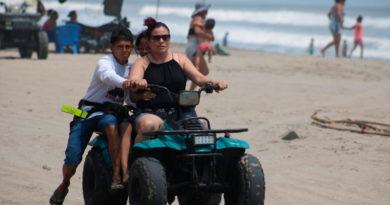 Familias nicaragüenses disfrutando de las playas de Pochomil y Masachapa