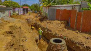 Trabajadores de la Alcaldía de Managua trabajando en proyectos de alcantarillado sanitario