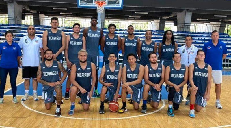 La Selección de Baloncesto de Nicaragua durante un entrenamiento en el Polideportivo Alexis Argüello en Managua, donde estarán con Nicaragua, Norchad Omier y Jared Ruiz.