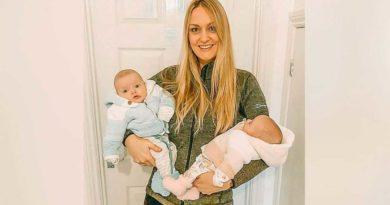 Rebecca Roberts con sus dos bebés