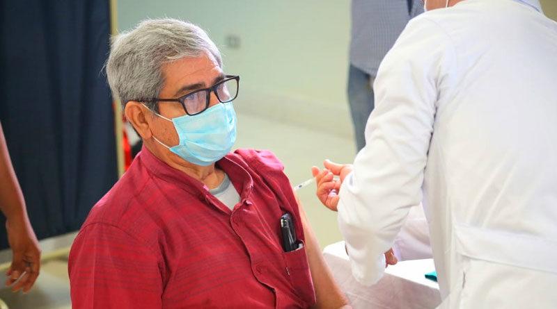 Poblador de Juigalpa durante la vacunación voluntaria contra la Covid-19 en Santo Tomás, Chontales.