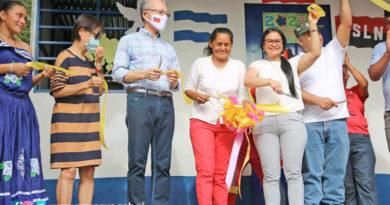 Autoridades de Taiwán y la Alcaldía de Managua junto a la protagonista inauguran la nueva vivienda digna