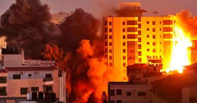 Edificios palestinos bajo fuego