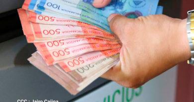 Billetes de 200, 500 y 100 córdobas
