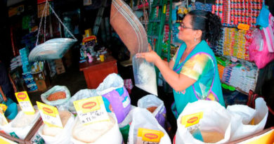 Comerciantes de los mercados de managua ofreciendo sus productos