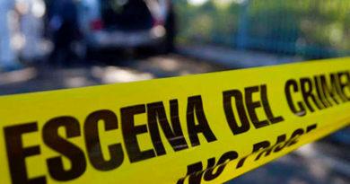 Línea amarilla de la Policía que dice: escena del crimen de una pasajera