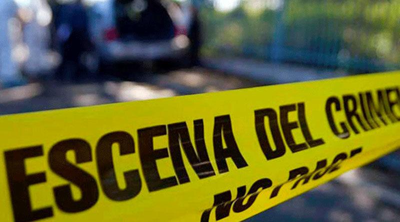 Línea amarilla de la Policía que dice: escena del crimen