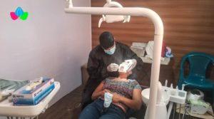 Familias del barrio Edgar Lang son atendidas con amor y cariño de forma gratuita y reciben atención médica de calidad en la clínica móvil del MINSA.