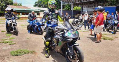 Motociclistas que participaron en la carrera desarrollada en Chinandega