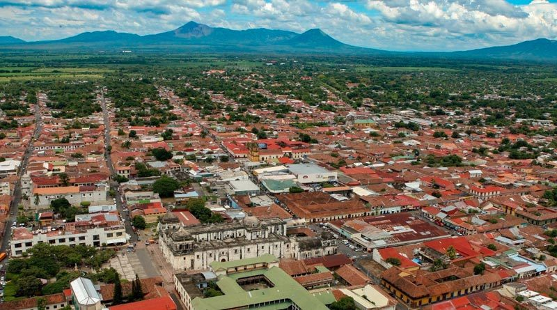 Cielo despejado y con un clima caluroso de la ciudad de León, Nicaragua.