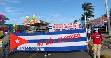 Bandera de Cuba con la frase No Más Bloqueo