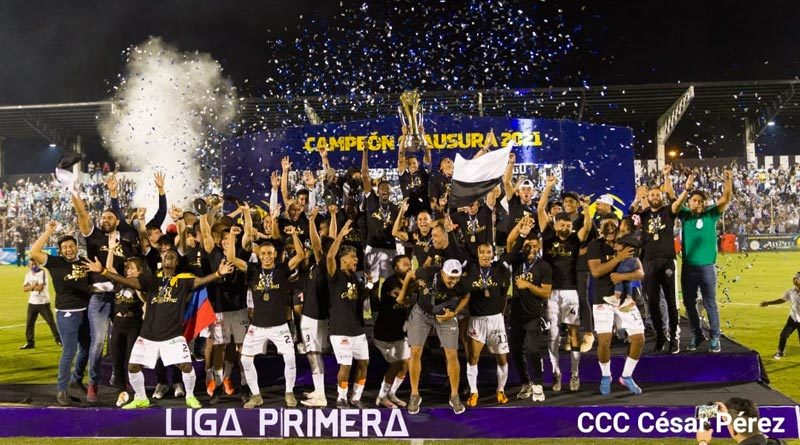 Equipo Diriangén celebrando la victoria del torneo