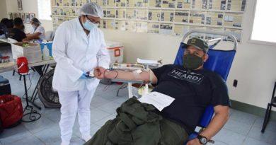34 efectivos militares, en la jornada de donación de sangre recolectaron 17 litros de sangre, mismos que serán utilizados en casos de cirugías, tratamientos de enfermedades crónicas y otras emergencias de salud.