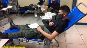 Efectivos militares del Ejercito de Nicaragua participando en la jornada de donación de sangre