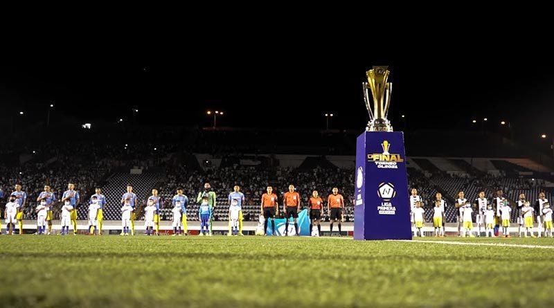 El trofeo Tepetl durante el primer juego de final entre el Managua FC y el Caciques Diriangén.
