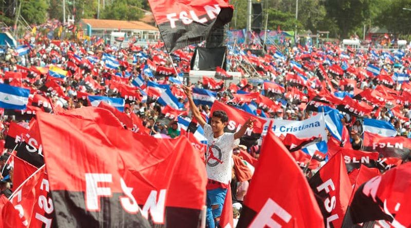 Militante del Frente Sandinista de Liberación Nacional durante la conmemoración del Triunfo de la Revolución Popular Sandinista en Nicaragua