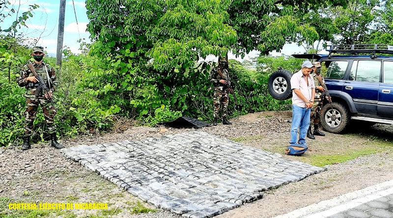 Droga incautada por el Ejército de Nicaragua junto al sujeto capturado quien transportaba la droga en carretera Estelí - San Juan de Limay