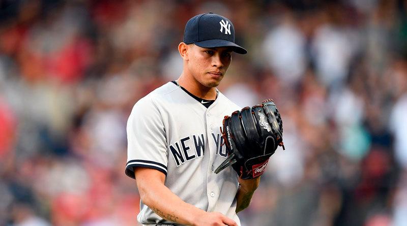 Jonathan Loáisiga portando la camisa de los Yankees de Nueva York