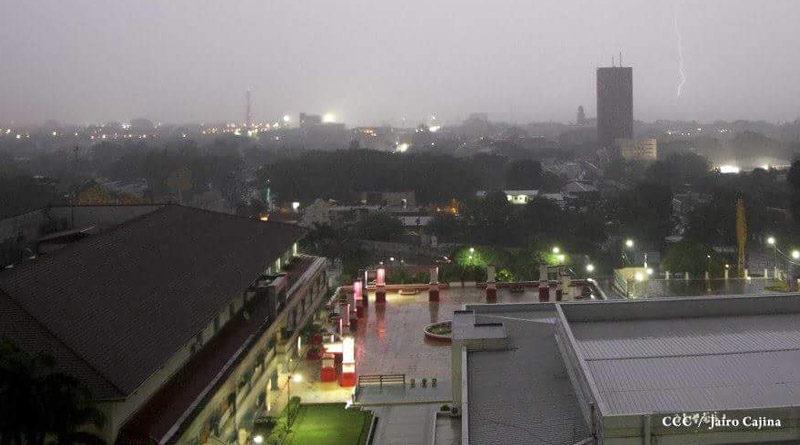 Vista de Managua bajo la lluvia