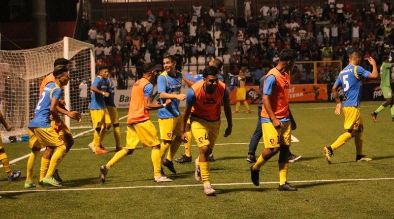 Jugadores del Managua FC celebrando su clasificación a la final del Torneo Clausura de Liga Primera.