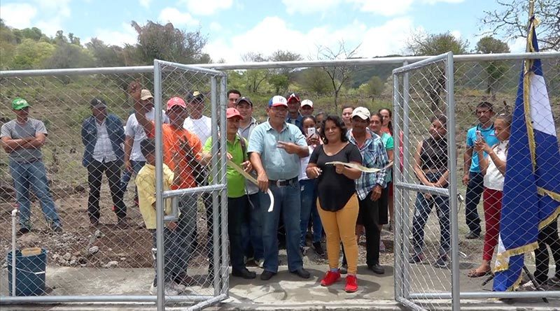 Familias de la comarca La Montañita en San Lorenzo, Boaco durante la inauguración del Mini Acueducto por Bombeo Eléctrico Solar.