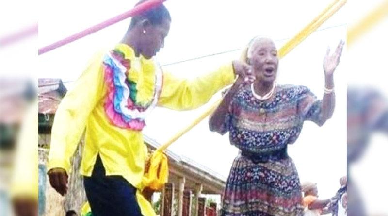 Miss Lizzie bailando RIBBON POLE en sus 89 años. Falleció cumpliendo 99 años.