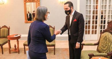 Embajadora de Nicaragua, Gilda Bolt junto al Presidente de El Salvador, Nayib Bukele