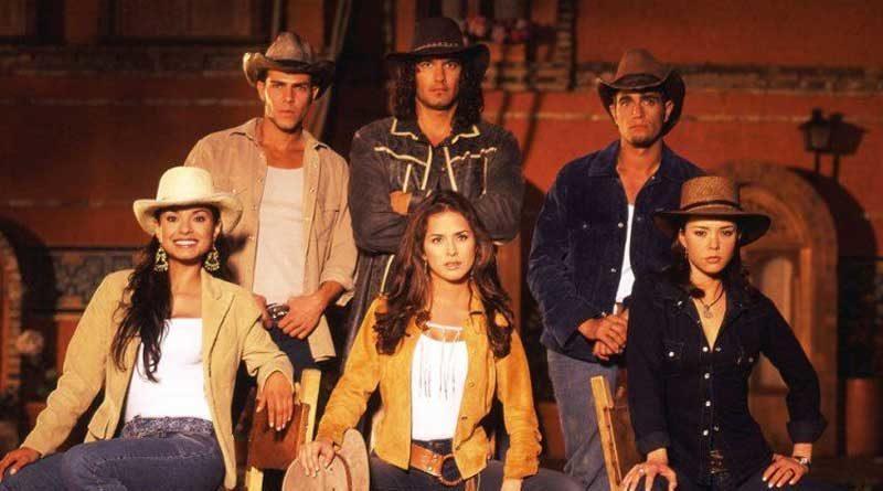Actores de la telenovela Pasión de Gavilanes posan para una fotografía