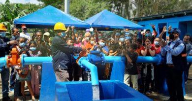 Familias del Distrito V de Managua inaugurando el nuevo pozo de agua potable