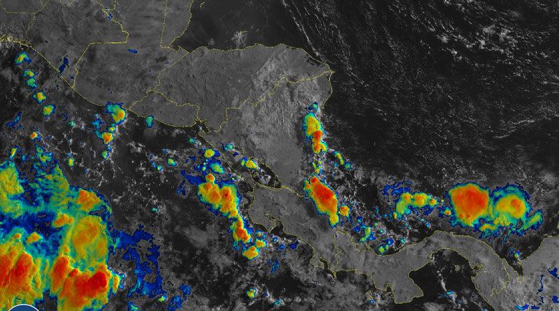 Vista satelital de Nicaragua donde se muestra la nubosidad y la lluvia alrededor el territorio nacional